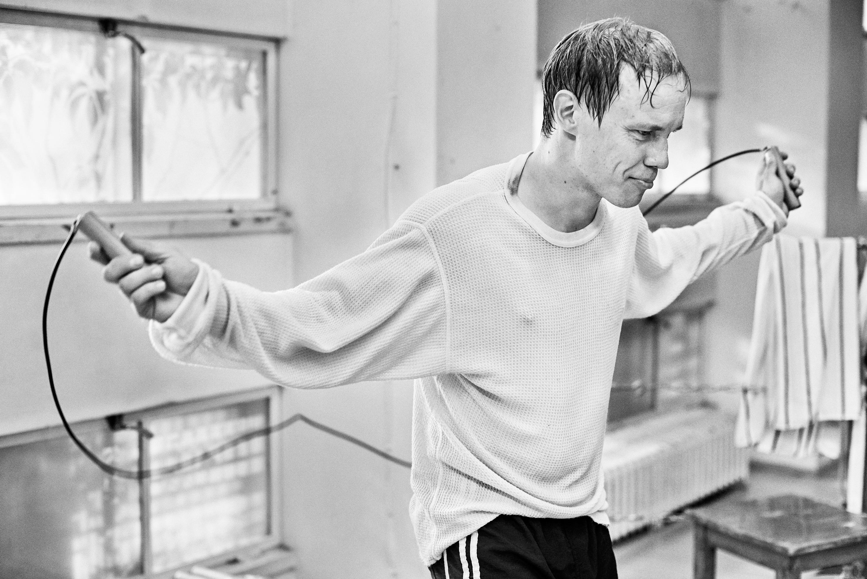Hymyilevä mies palkittiin parhaana elokuvana – kahmi kahdeksan Jussi-pystiä