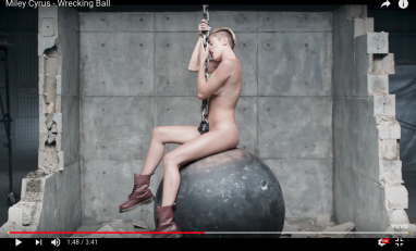 Miley Cyrus Wrecking Ball -musiikkivideo